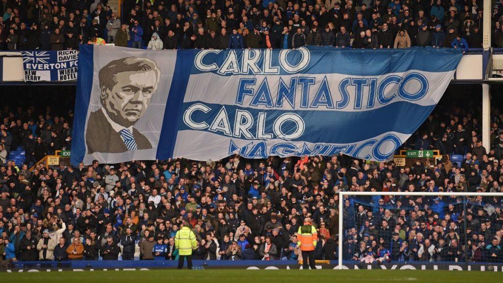 Uno striscione esposto dai tifosi dell'Everton