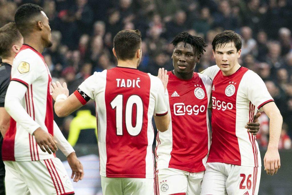 Il primo gol merita un abbraccio collettivo.