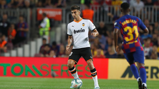 Ferrán Torres con la maglia del Valencia.
