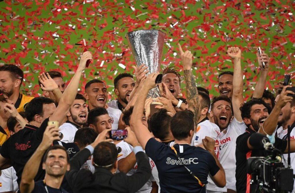En-Nesyri esulta per Europa League
